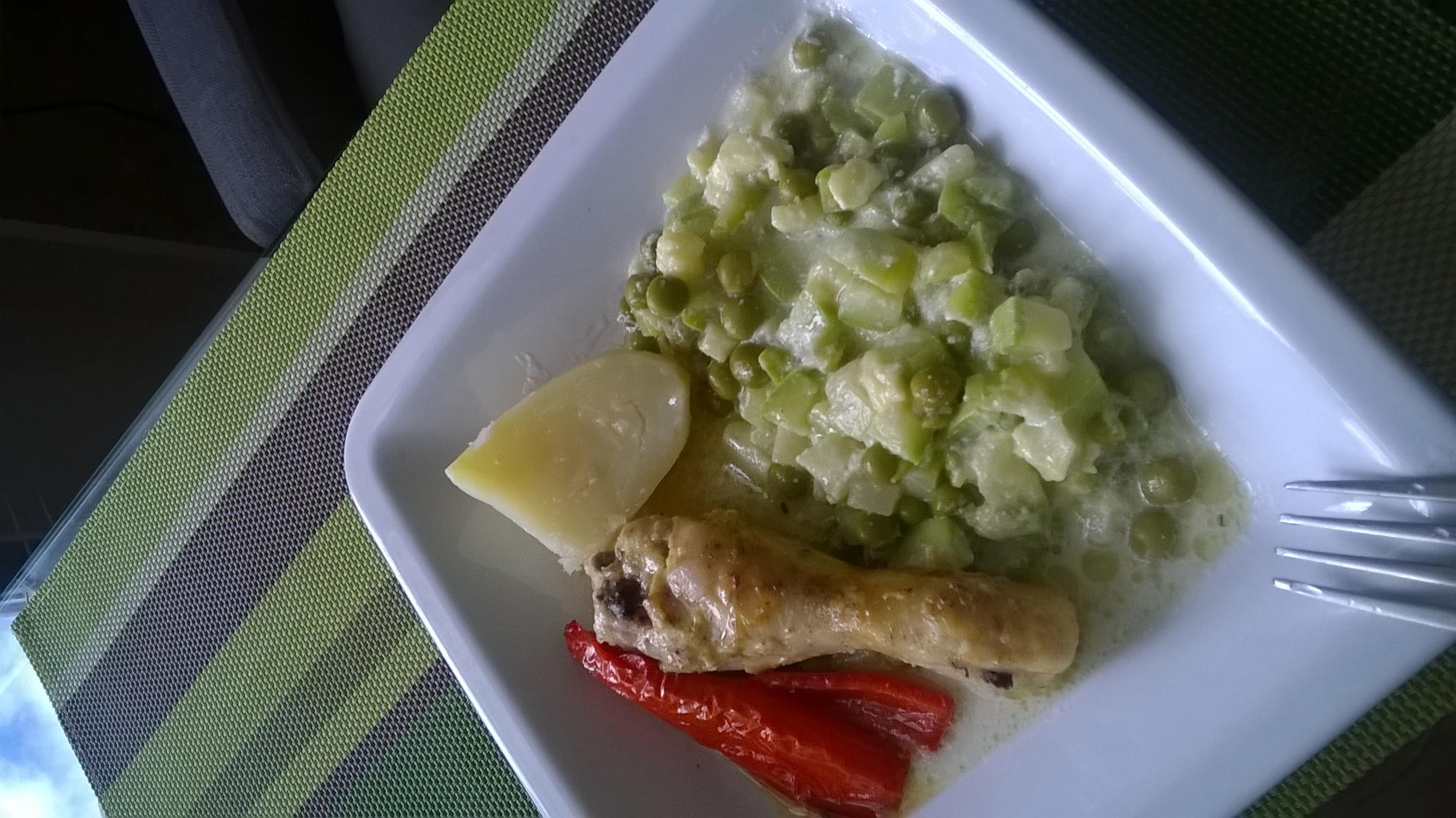 скатерть-самобранка рецепт салата из зеленого яблока,соленой рыбы,зеленого горошка